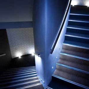 inndirekte-Beleuchtung-im-Handlauf